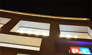 architekturbeleuchtung aussenbeleuchtung kunstprojekte mit leds leuchtfolie leuchtschnur. Black Bedroom Furniture Sets. Home Design Ideas